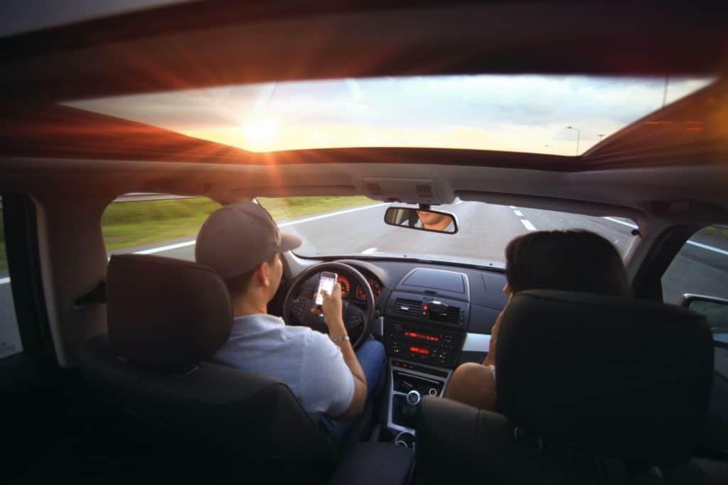 שימוש בטלפון בעת נהיגה